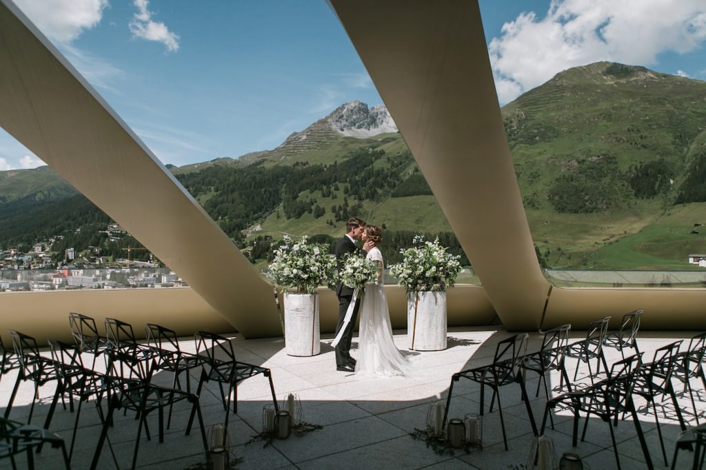 Bride and groom kissing at outdoor mountain ceremony at Intercontinental davos styled by international wedding planner Elisabetta White