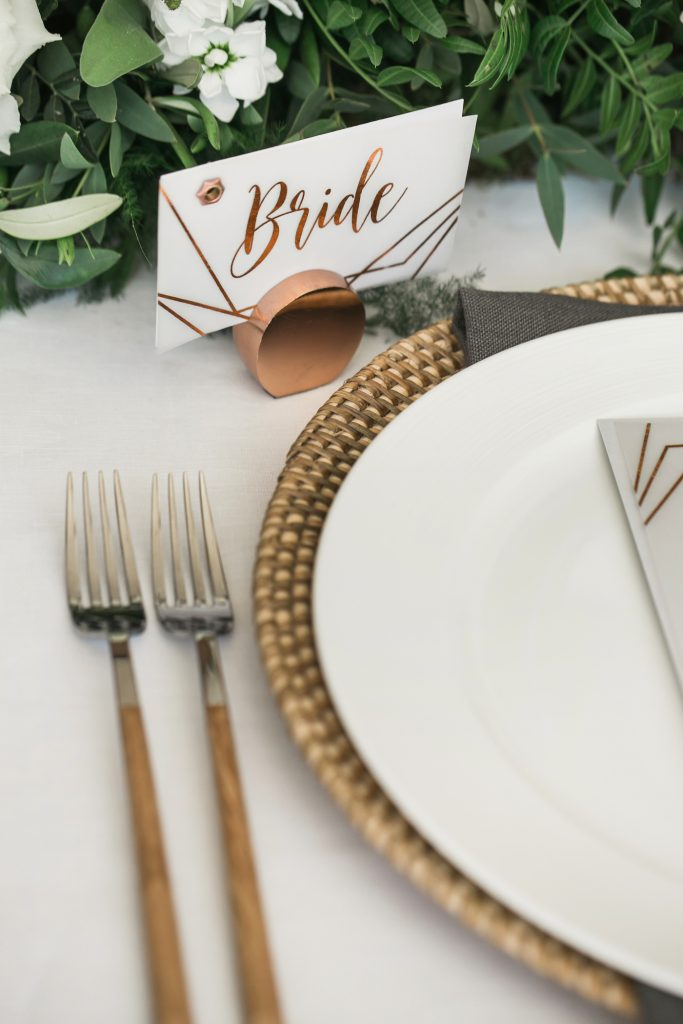 Modern and romantic place setting styled by international wedding planner Elisabetta White